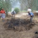 Cozedura tradicional de louça preta em Molelos