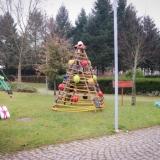 Tondela embelezada com árvores de Natal e presépios reciclados